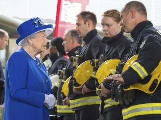 Isabel II siempre utiliza colores llamativos
