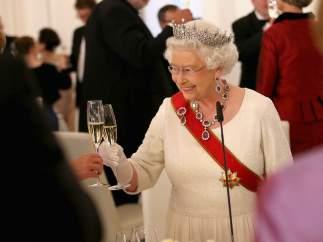 La reina marca los tiempos de las comidas