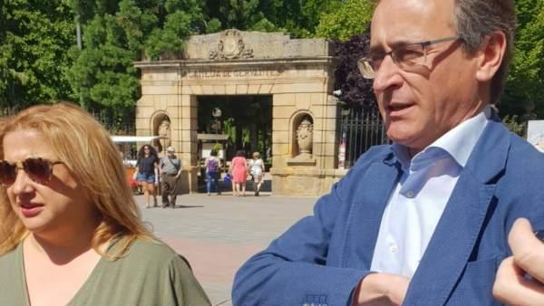La presidenta del PP en Soria, Yolanda de Gregorio y Alfonso Alonso
