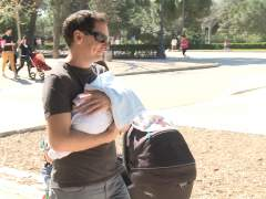 El permiso de paternidad se amplía a cinco semanas desde hoy