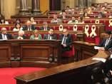 El presidente Quim Torra junto a consellers en el Pleno del Parlament.