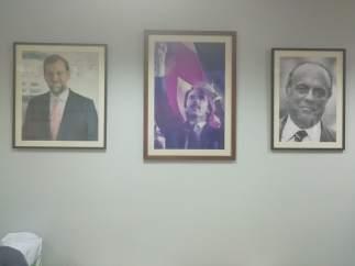 Galería de líderes del PP en la sede del distrito de Salamanca.