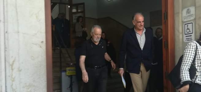 Bartolomé Cursach sale del Juzgado con el abogado Fernando Mateas