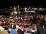 Miles de personas disfrutan de la tradicional Cantada d'Havaneres.