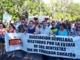 Manifestación de los afectados por el cierre de iDental
