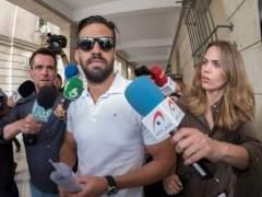 Defensa investiga si el guardia civil de La Manada tuvo móvil mientras estaba en la cárcel