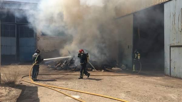Imagen de las tareas de extinción del incendio