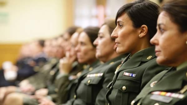 Mujeres en el Ejército