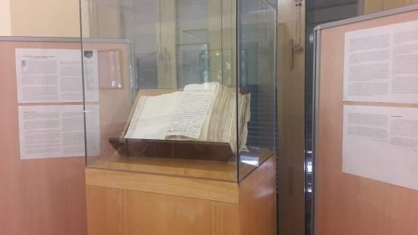 Revolución francesa documento archivo expuesto