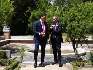Sánchez y Torra, en los jardines de la Moncloa.