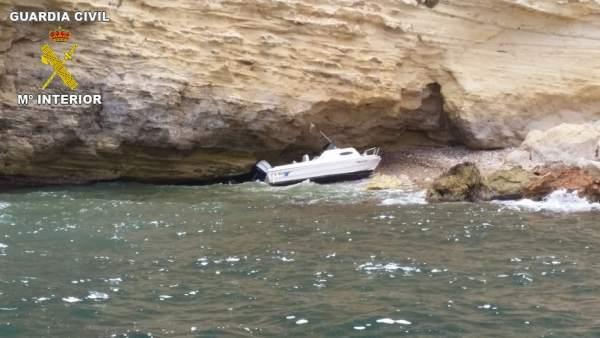 Vista de la embarcación encallada
