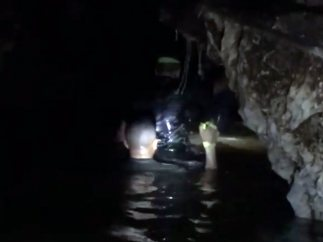 Elon Musk, en el interior de la cueva de Tailandia