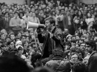 Manifestación estudiantil en el Quartier Latin de París con el discurso de Daniel Cohn-Bendit en la plaza de la Sorbona.