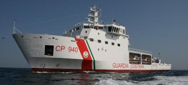 Barco de la Guardia Costera italiana