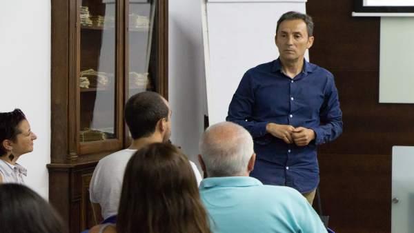 El psicólogo Rafael Nieto, en los Cursos de Verano de la UPO