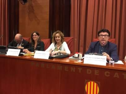 En el centro, la consellera de Justicia de la Generalitat, Ester Capella