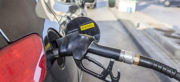 La diferencia de precio entre el diésel y la gasolina se reduce un 40% desde mediados de agosto