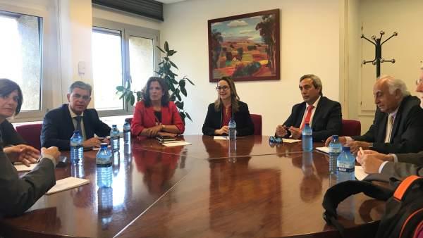 Reunión de Artolazabal con la delegación de la OISS .