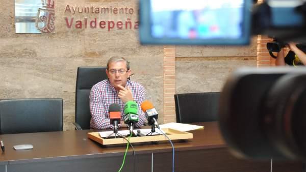 López en rueda de prensa