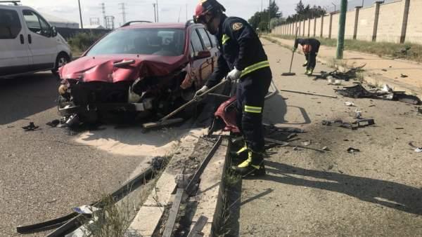 Vehículo que ha colisionado con una valla en Valladolid