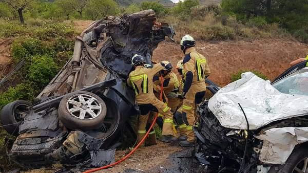 Dos personas han fallecido y tres han resultado heridas leves en este accidente