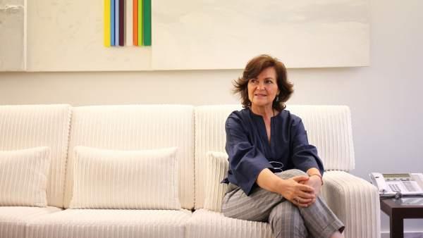 Carmen Calvo, vicepresidenta del Gobierno, en su despacho en la Moncloa.