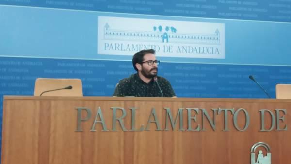 Moscoso en una rueda de prensa en el Parlamento andaluz