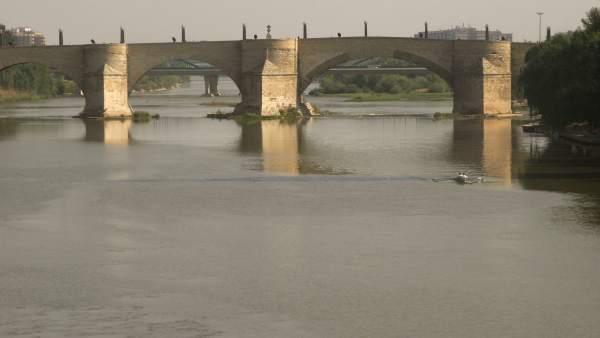 Río Ebro, vista general y Puente de Piedra (Zaragoza)