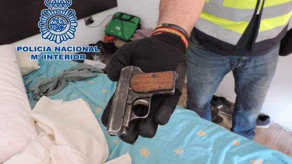 La Policía Nacional Detiene A Dos Hombres Por Un Robo En Una Nave De Un Polígono