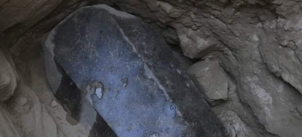 Expectación ante la apertura de un sarcófago milenario en Alejandría