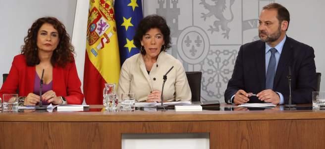 Los ministros de Hacienda, Educación y Fomento, María Jesús Montero, Isabel Celaá y José Luis Ábalos.