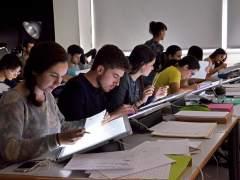 Los estragos de la pobreza: más de un millón de universitarios españoles están en riesgo de sufrirla
