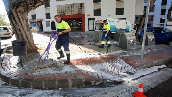 Plan intensivo de baldeo de limpieza en Marbella