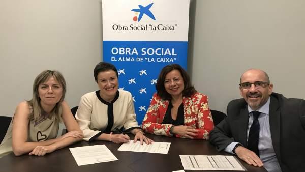 Firma del convenio de colaboración entre Cruz Blanca y Obra Social 'la Caixa'