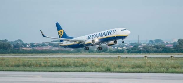Sindicatos piden que Ryanair se someta a la ley española para evitar la huelga