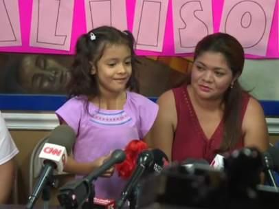 Una madre se reencuentra con su hija, separadas por la política migratoria de Trump