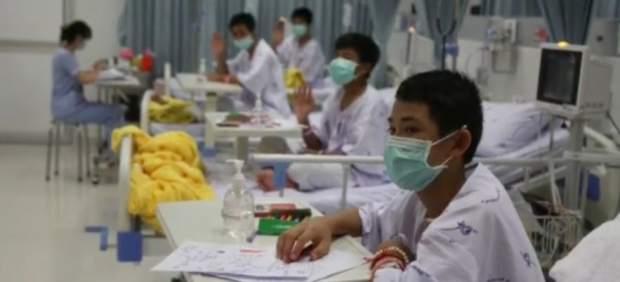 """Primeras palabras de los niños tailandeses tras su rescate: """"Estamos fuertes, gracias por ayudarnos"""""""
