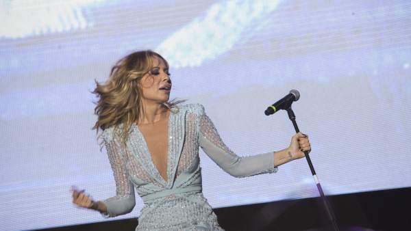 Marta Sánchez, durante su actuación en Montijo