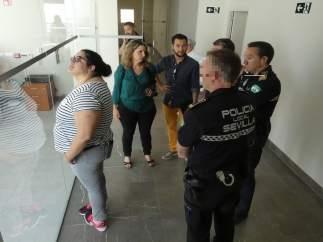 Visita de IU a la comisaría de Bellavista