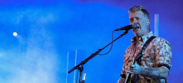El cantante de Queens of the Stone Age llama a la rebelión en pleno Mad Cool: