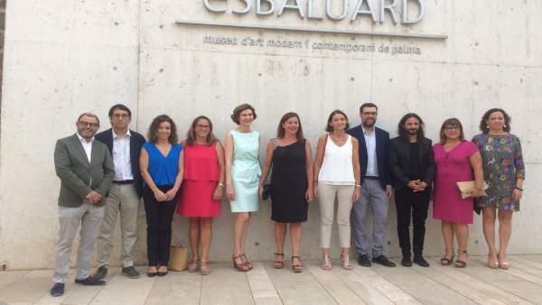 La ministra Reyes Maroto junto a miembros del Govern.