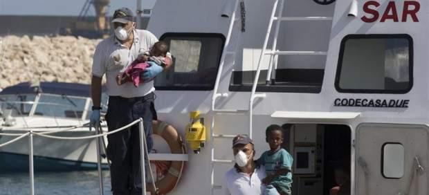 España acogerá a 50 inmigrantes de los 450 rescatados en Italia