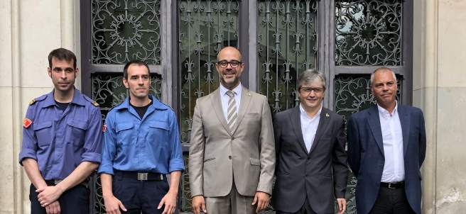 El conseller Miquel Buch, el director de Bomberos Manel Pardo y la nueva cúpula.