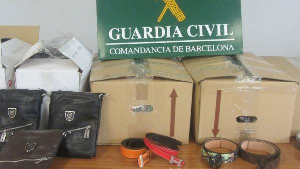 Objetos falsificados intervenidos por la Guardia Civil.