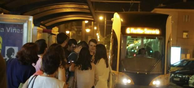 """Vecinos denuncian el """"desastroso"""" servicio de transporte tras la Nit a la Mar"""