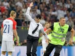 15 días de prisión para la miembro de Pussy Riot que invadió estadio en final del Mundial