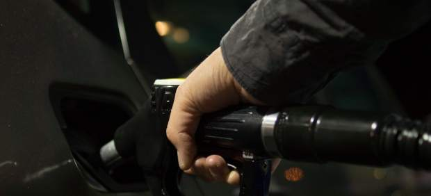 Las gasolinas marcan máximos desde hace cuatro años justo antes del puente