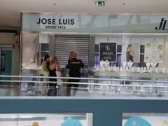 Los Mossos siguen buscando a los atracadores de la joyería de Castelldefels
