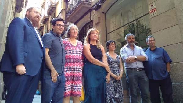 G.Pisarello, G.Pin, J.Anguita y D.Santillo junto a representantes judíos.
