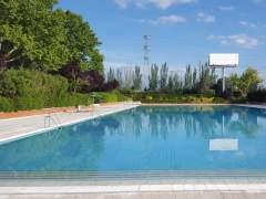 """Detenido por """"tocar las nalgas"""" a dos mujeres en una piscina municipal de Getafe"""